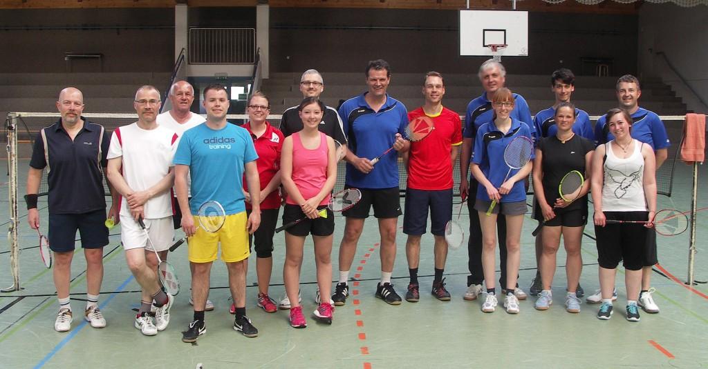 Mannschaftsfoto der Badminton-Hobbyligabegegnung ESV Jahn Treysa vs. TV Homberg/Ohm (Do., 23. April 2015)