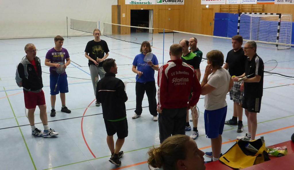 Begrüßung durch den Spielführer der Fliedener Hobbyliga-Mannschaft Markus Herren