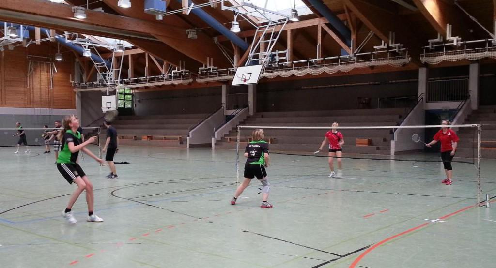 Bachmann u. Fuhrmeister gewannen ihr Damendoppel gegen Belz u. Hohmann und sorgten damit für den ersten Punkt des Abends für Treysa.