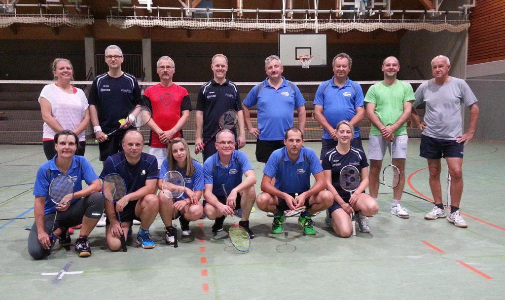 Die Hobbyliga-Mannschaften des ESV Jahn Treysa und TSV Grebenhain 1906 (29. Sept. 2016)